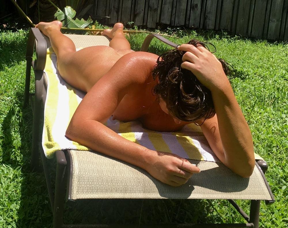 Naked females outside-6818