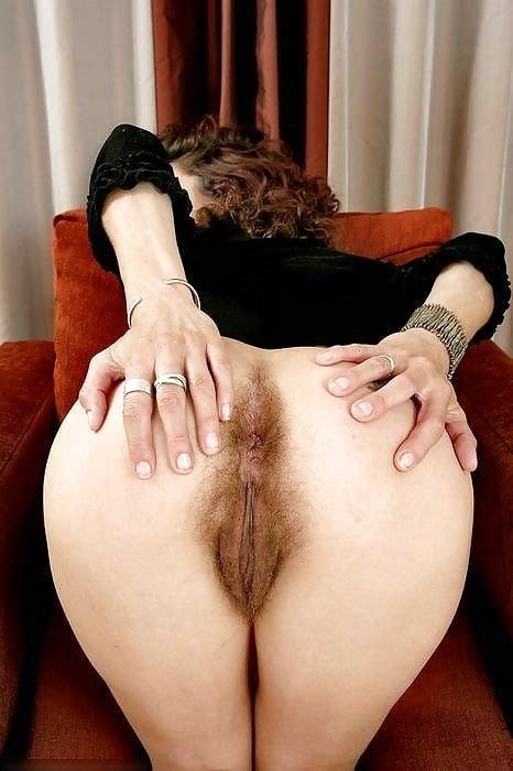 смотреть порно латинские женщины стоят раком волосатые