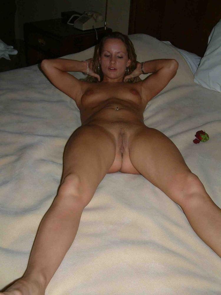 Gorgeous naked wife-9689