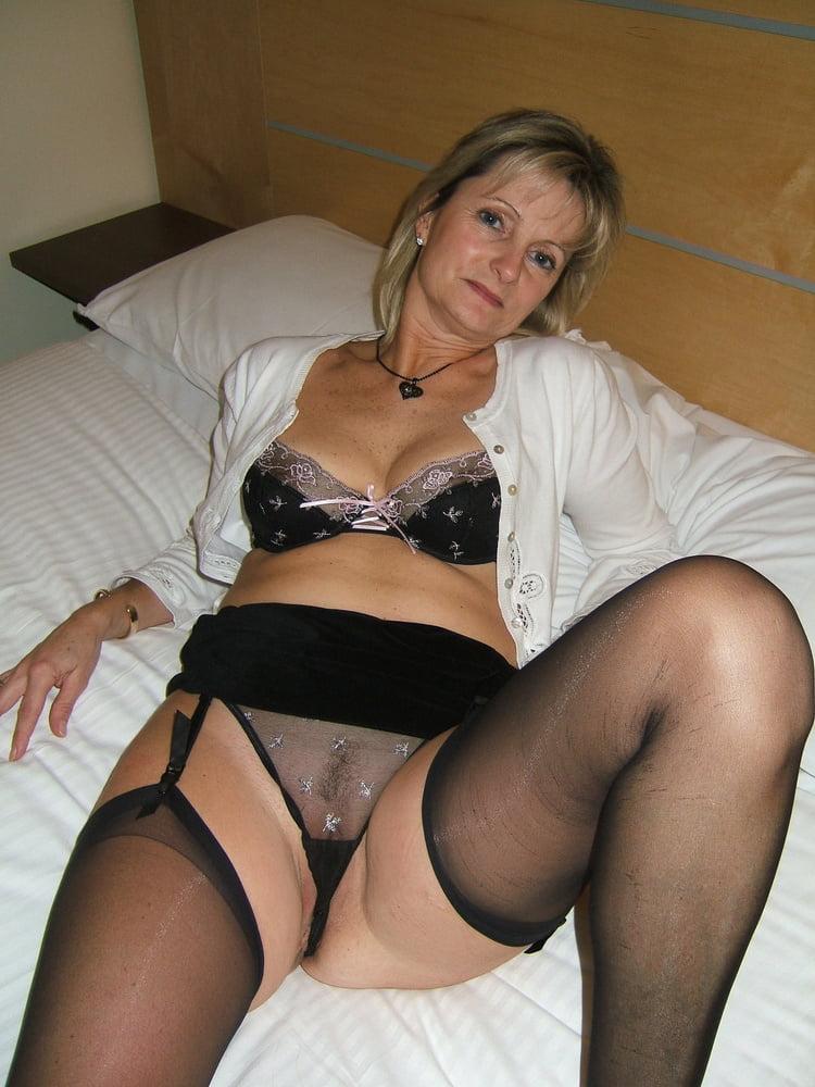 Lesbian hottie gets seduced by milf