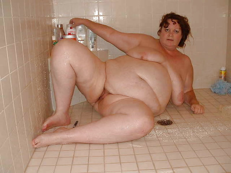 Fat naked girls in bathtubs