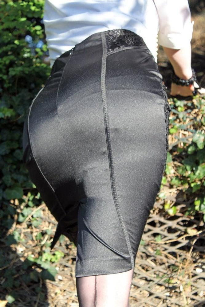 Глубокие разрезы на юбках частные фото 3