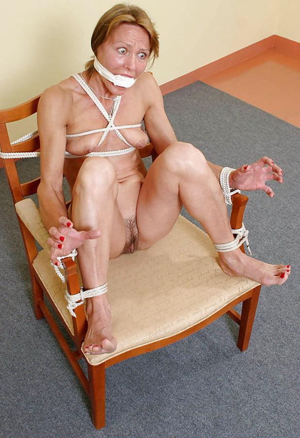 Bella donna in topless bondage exquisite slave