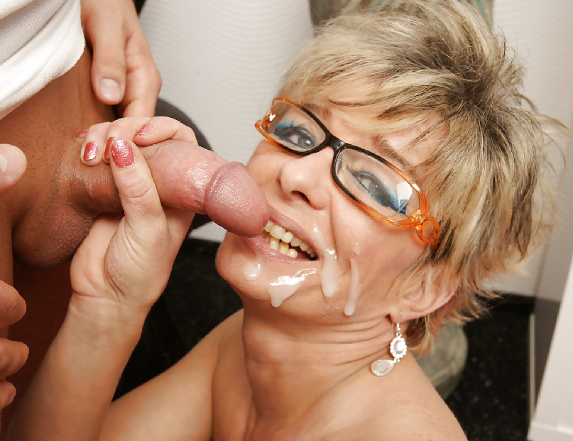 Usa gilf justine gives her hairy pussy a treat - 1 part 9