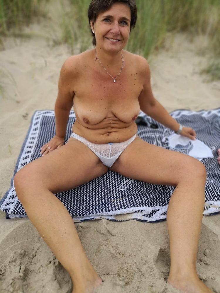 Amateur Beach Voyeur Public Nudity Flashing Bikini Pornsos 1