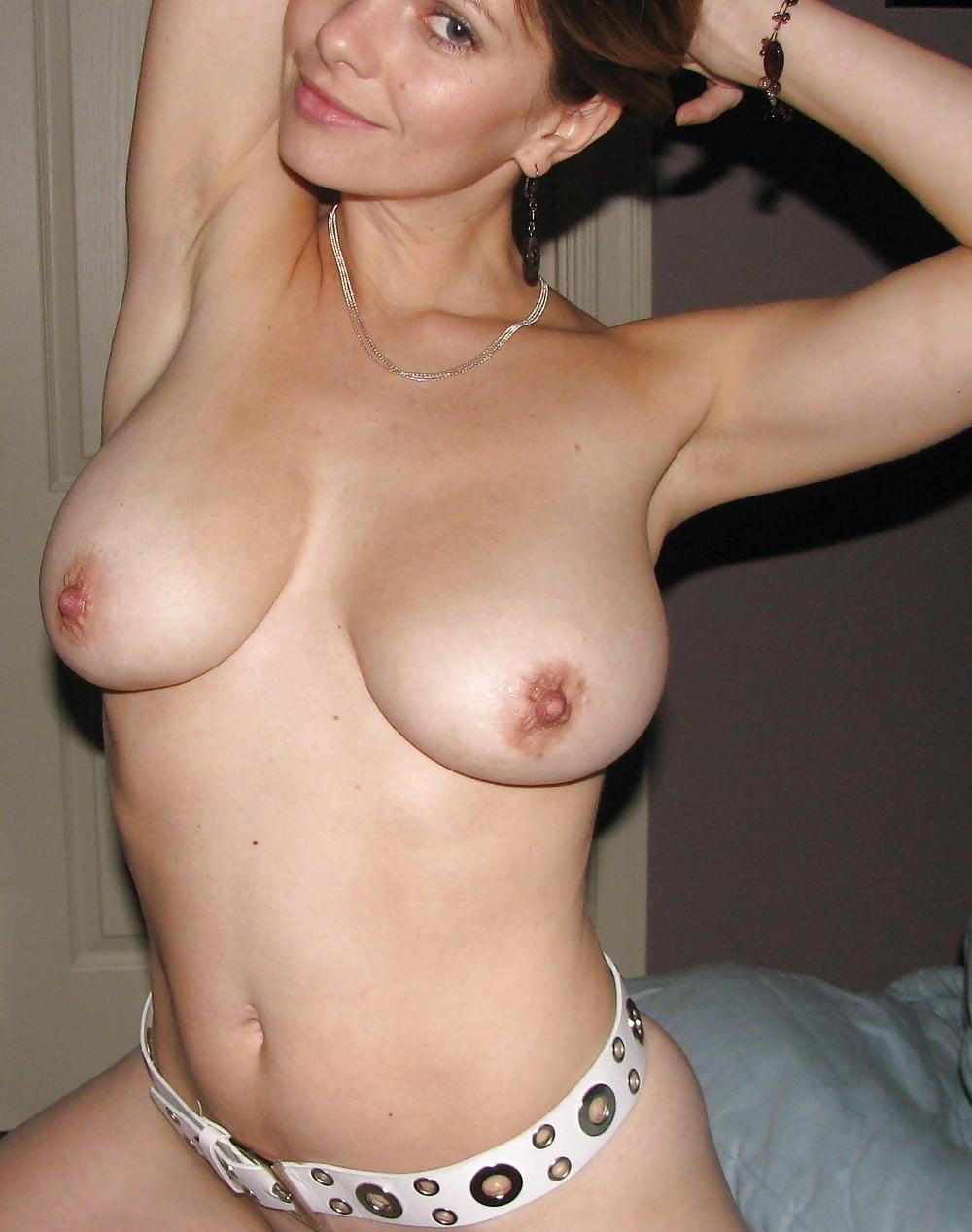 eroticheskie-siski-doma-dlya-mobilnogo-akira-foto-gorah