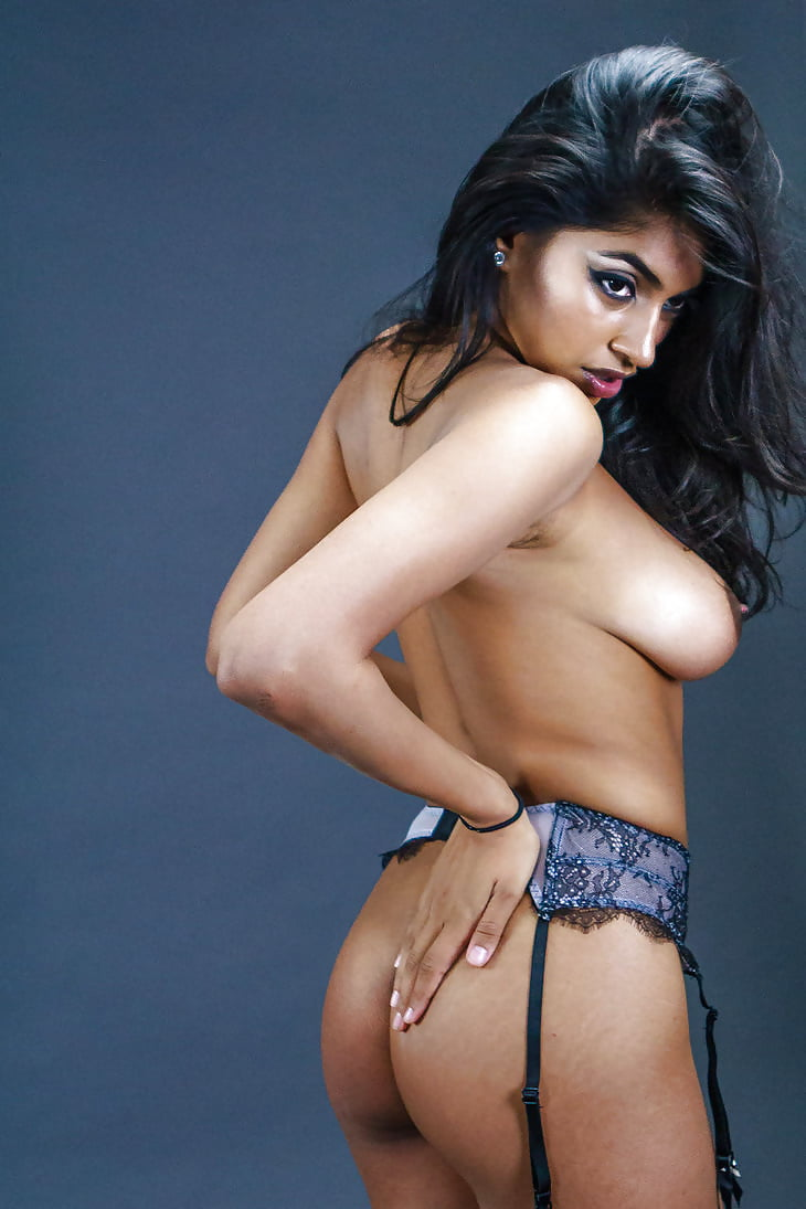 Big Tits Indian Babe Keira Expose Her In Naughty Poses