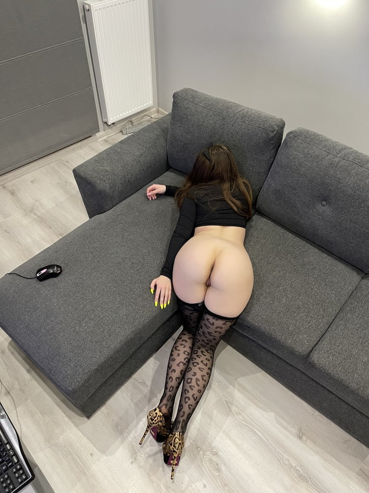 Tights and high heels gallery - 35 Pics