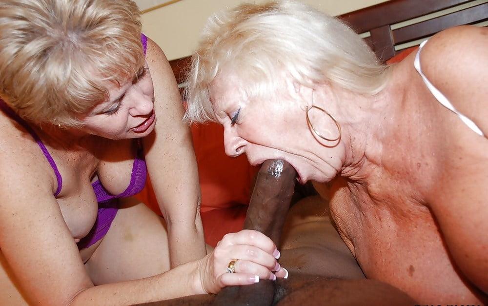 Сочной большой член и женщина в возрасте как девушки трахаются