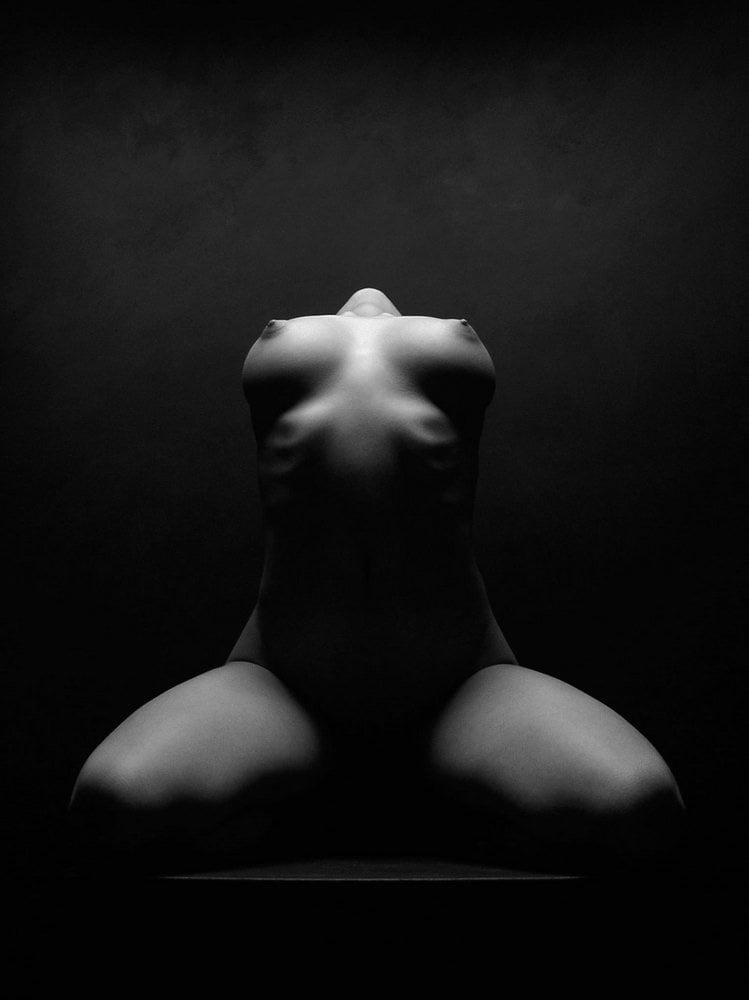 Black & White 2 - 99 Pics