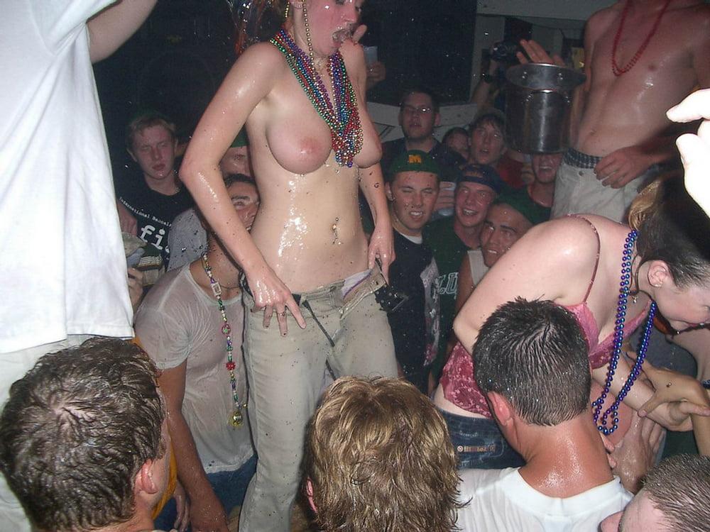 жену раздели на вечеринке будто ждала