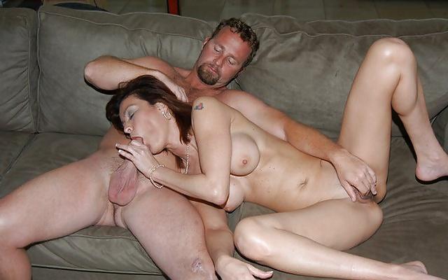 Секс фото домохозяйкой ебется с любовником, хороший трах молодых