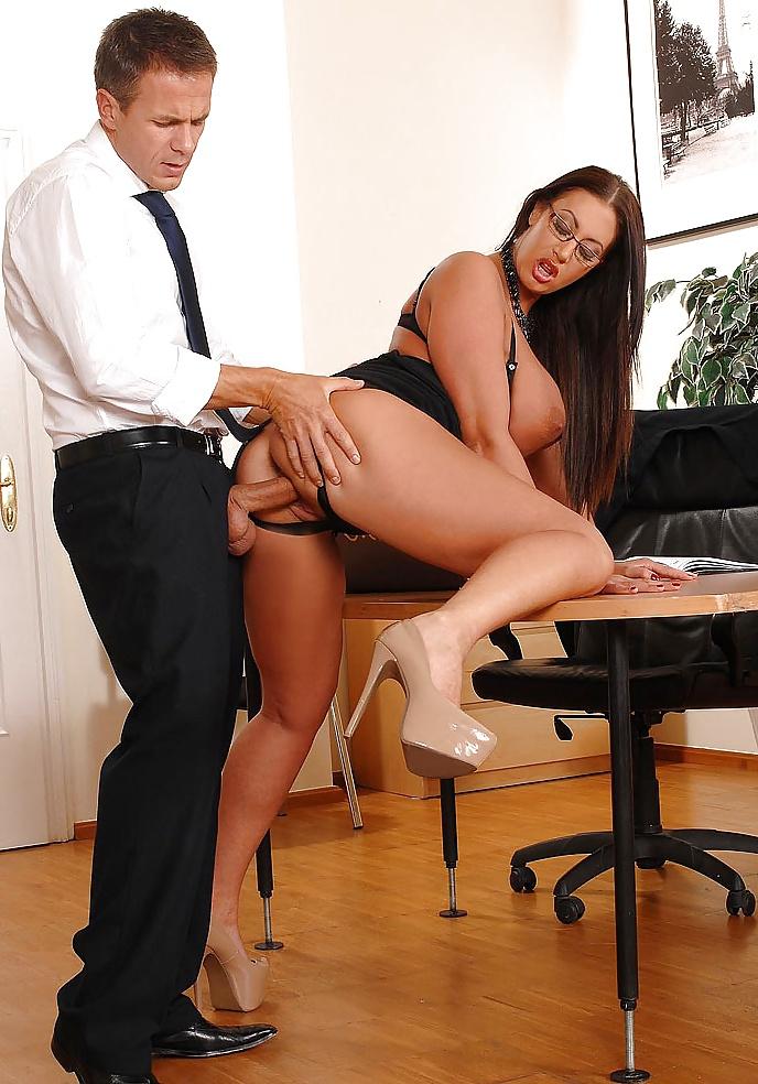 Порно деловая дама в ресторане