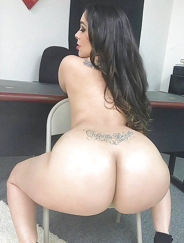 Puerto Rican Girl Shows Pussy
