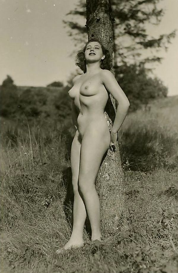 Vintage nude gothic — pic 3