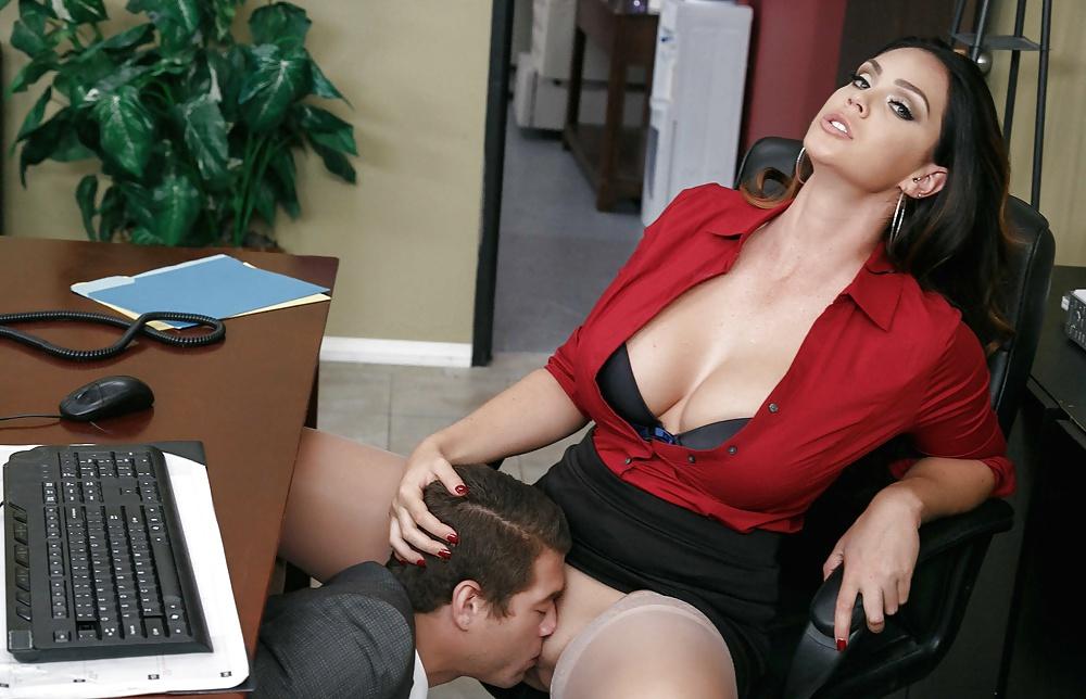 лизание под столом порно кружева