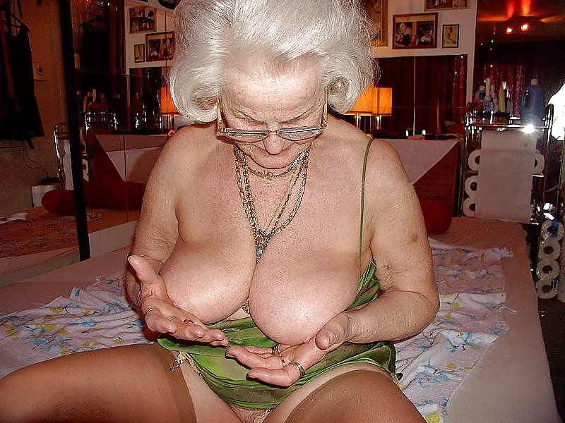 Amateur grannies showing, little girls suck big cocks