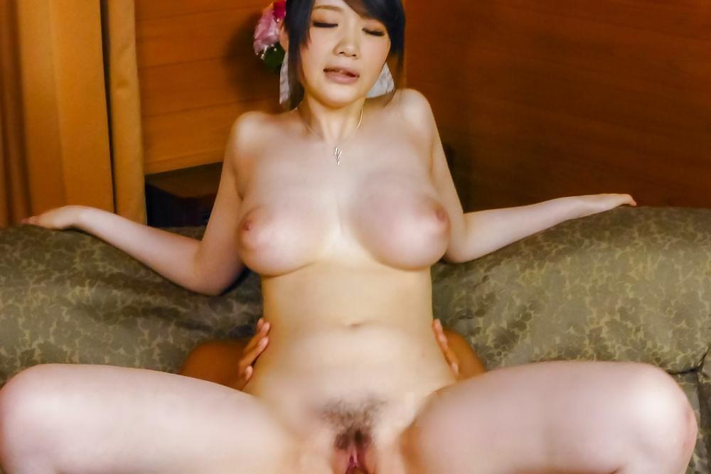 molodie-grudastie-aziatki-v-porno-intim-foto-samie-shikarnie-formi
