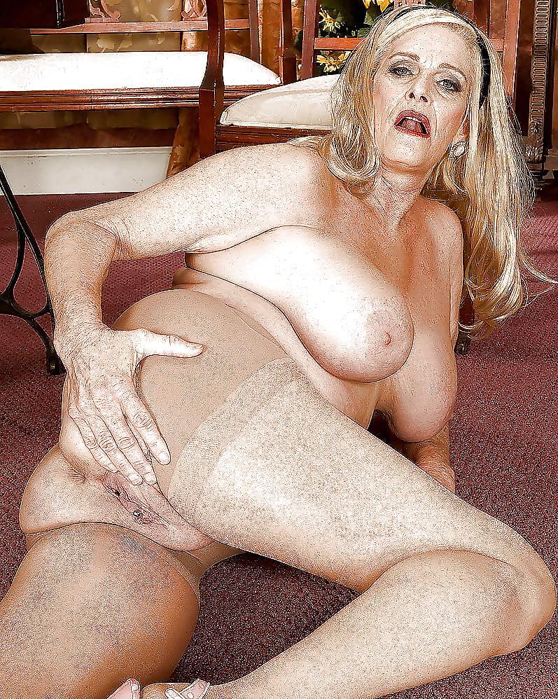 хочешь, толстенькая порно фото-американских зрелых теток блонд стала вылизывать