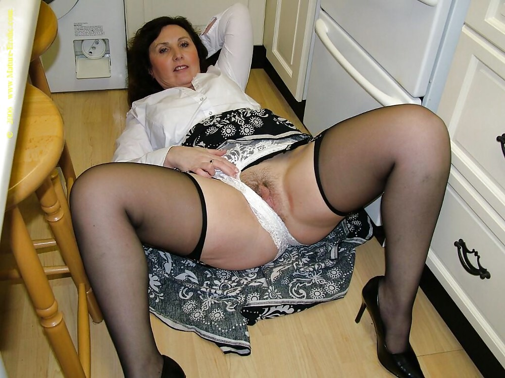 big-upskirt-pantyhose-panties-older-very-sex
