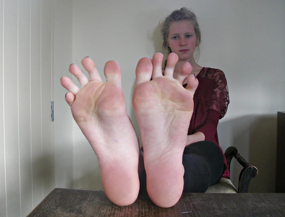 feet face Girl on