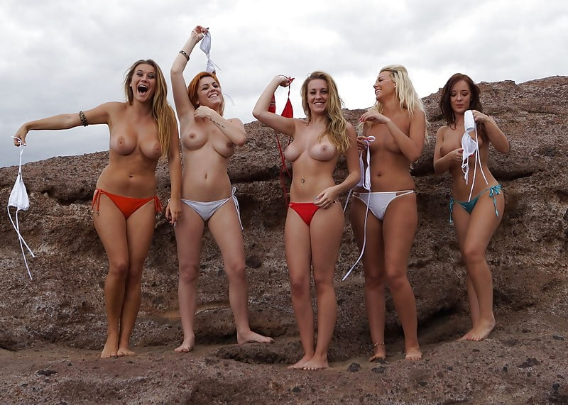 Groups of girls topless — photo 9