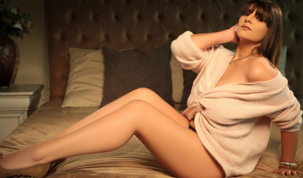 Aubrey Bensonescu - 16 Pics