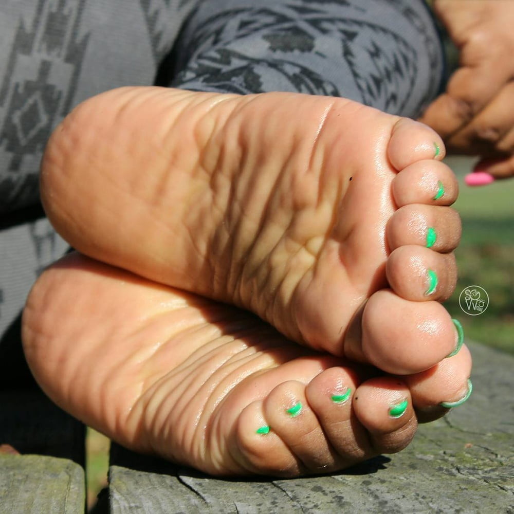 Woman Soles and Feet 2 - 1150 Pics