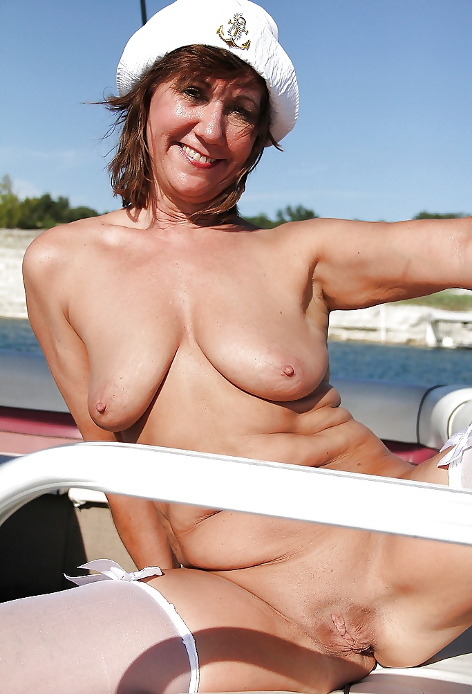 hot-nude-milf-boat-sex-tits-wendy