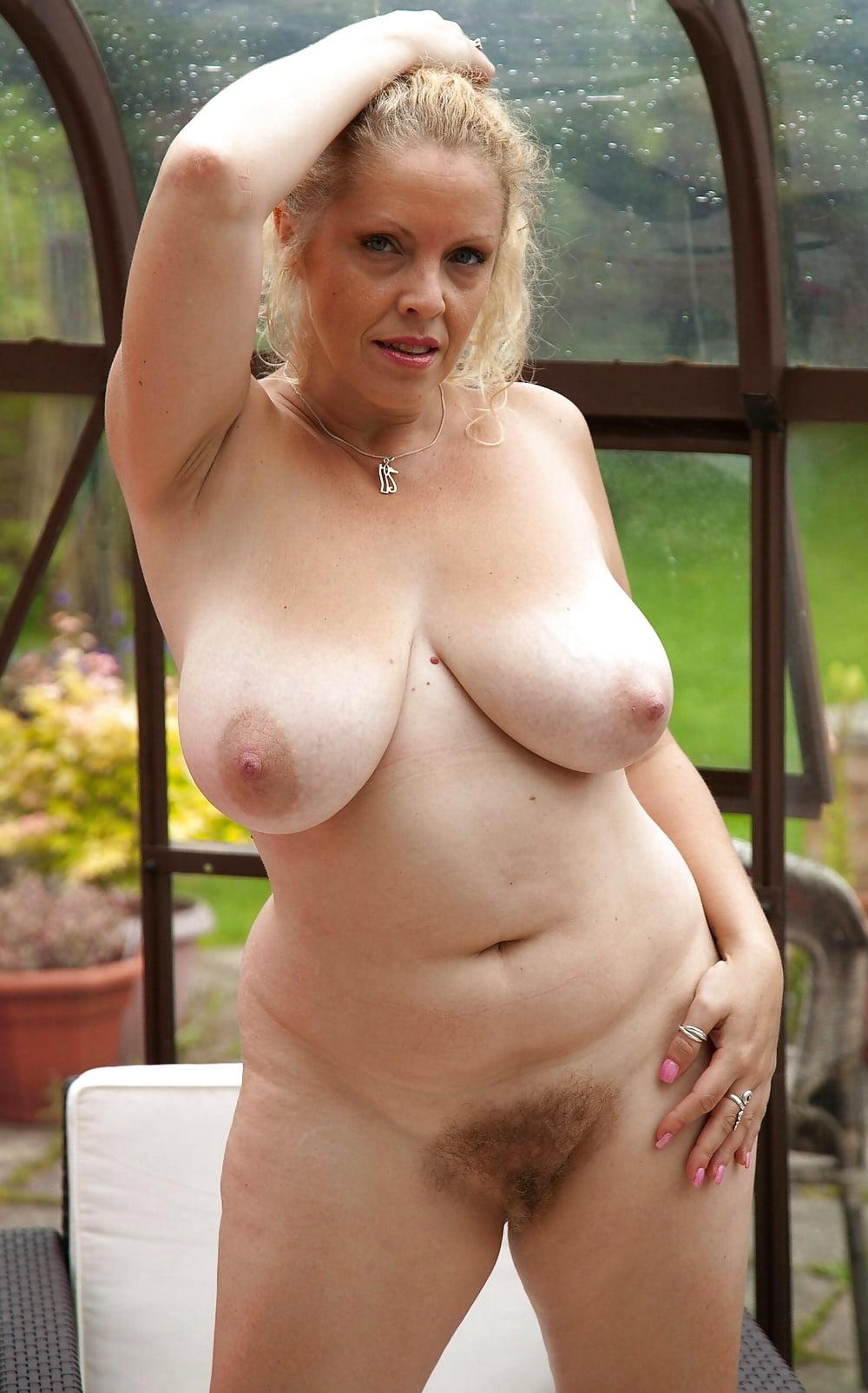 Nude voluptuous gilf — photo 2