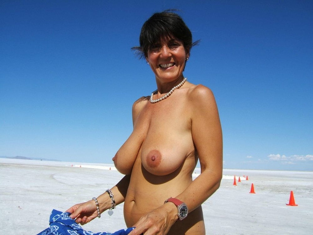 busty-moms-on-the-beach