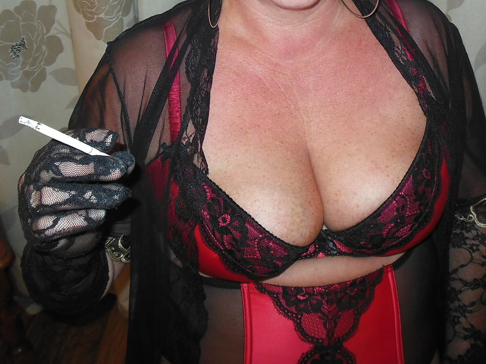 Smoking sexy milf