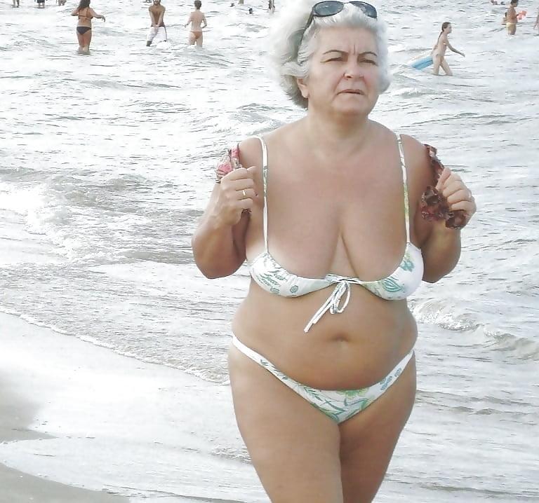 Bra less naked girls