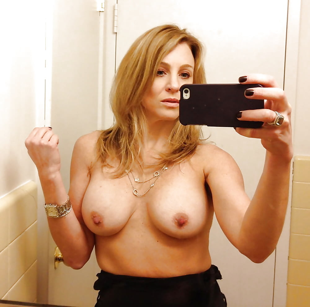 Hottest older women naked self pics