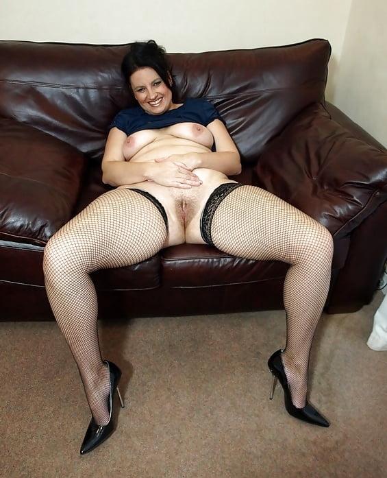 foto-golie-zrelie-lyazhki-shikarnie-soski-orgazm-porno