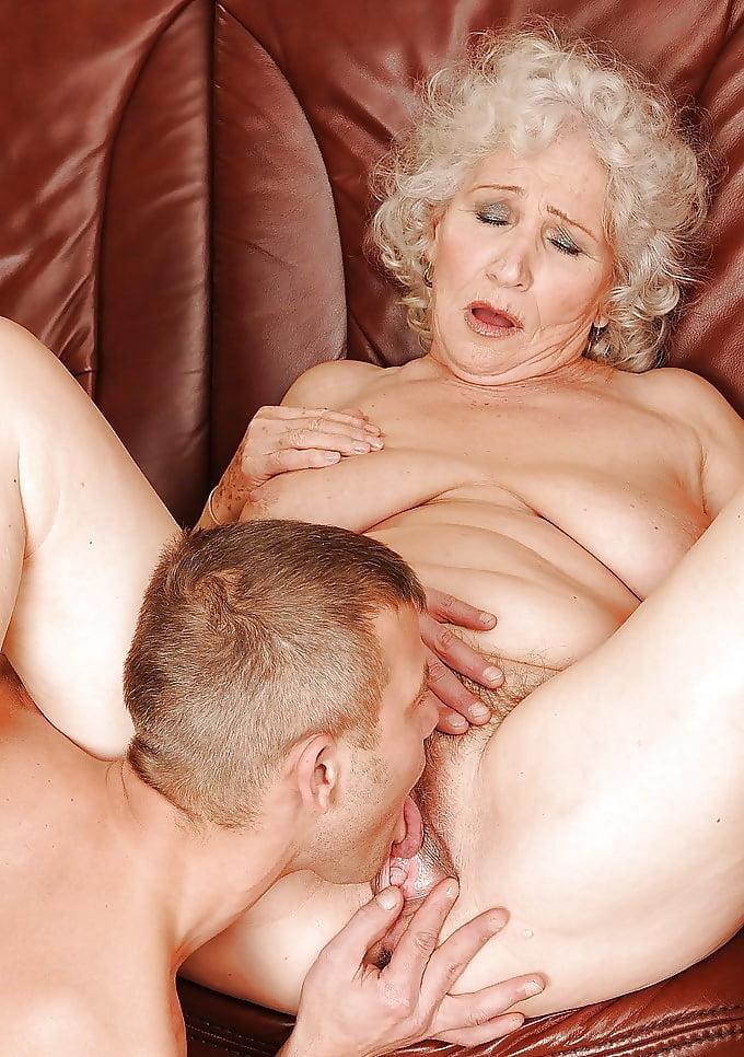 Xxx sucking grannies pussy