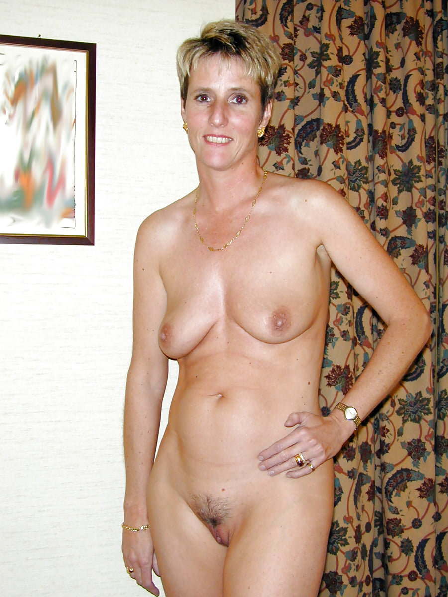 lonely-mom-naked