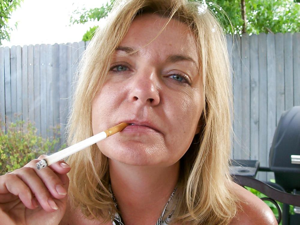 найдете как баба курит пиздой видео того