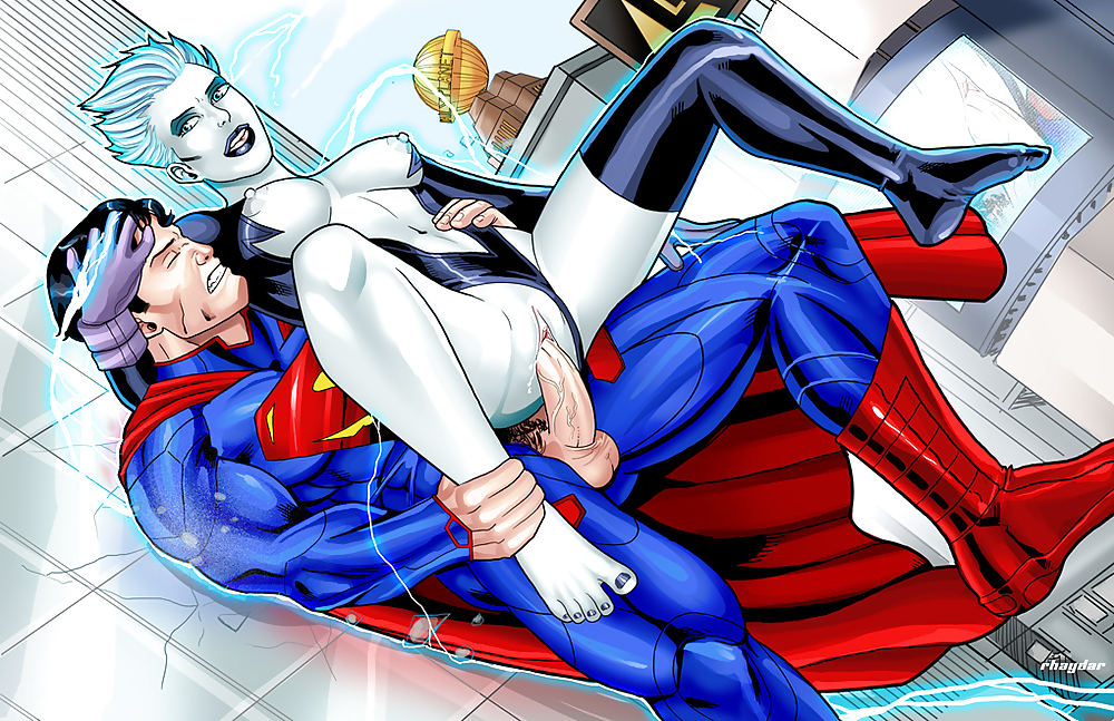 Female superheroes hypersexual comic book characters