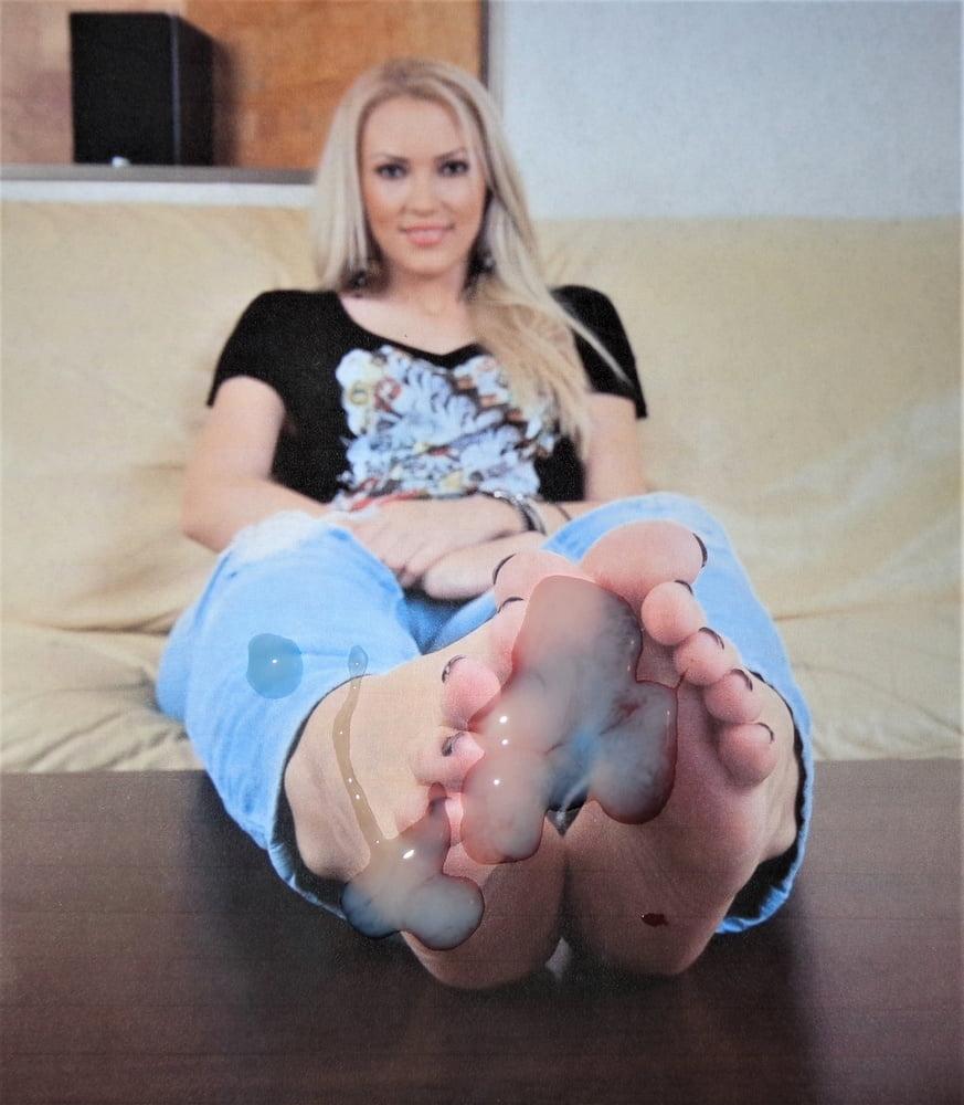 Feet milfs Feet: 28,051