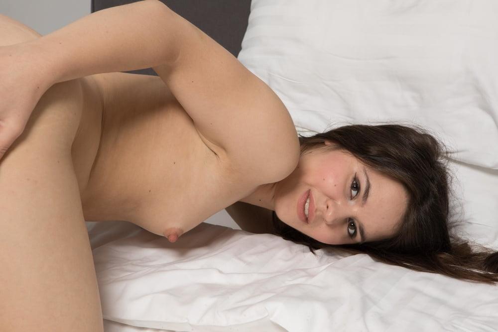 Laura Pausini Naked