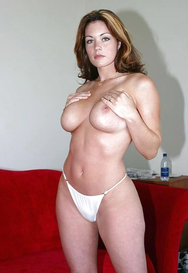 Hot body milf shows off her beautiful curves