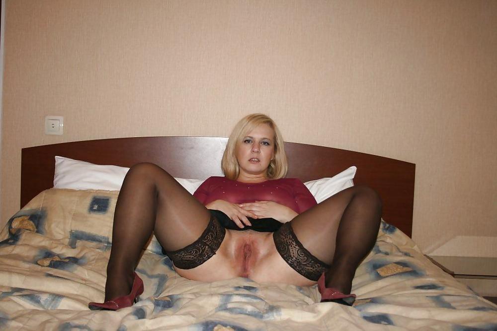 individualki-porno-dozor-russkie-zhenshini-doma-foto-v-chulkah-volosatih-mezhdu