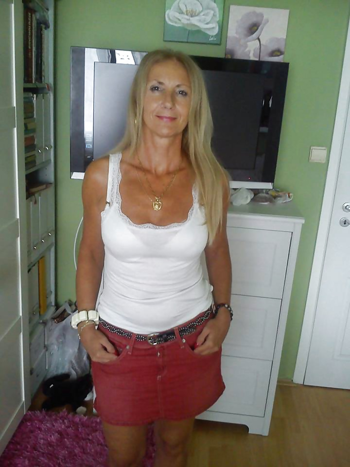 Annie mature silver model