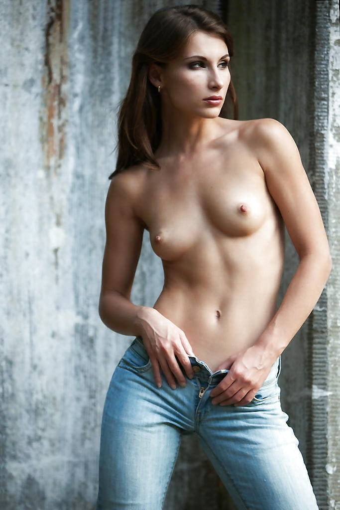 Stars Nudes In Tight Jeans Pictures