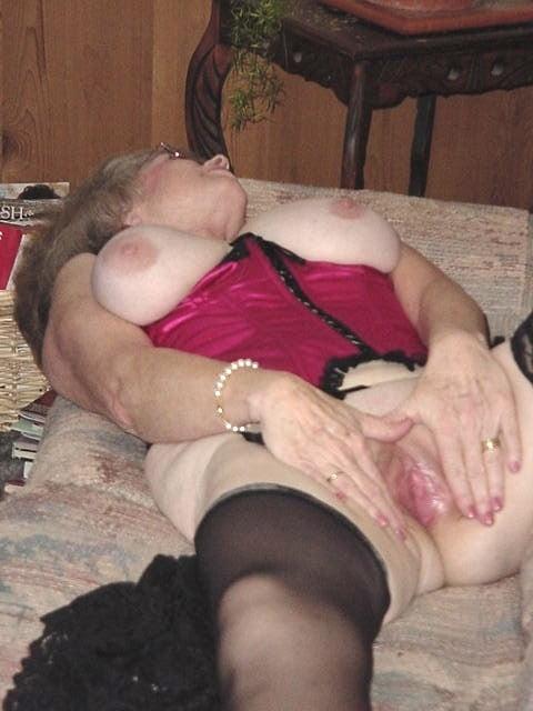 Nasty hot big boobed brunette slut-7053
