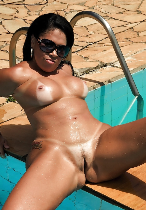 Brazilian milf with big tits takes it in her pussy