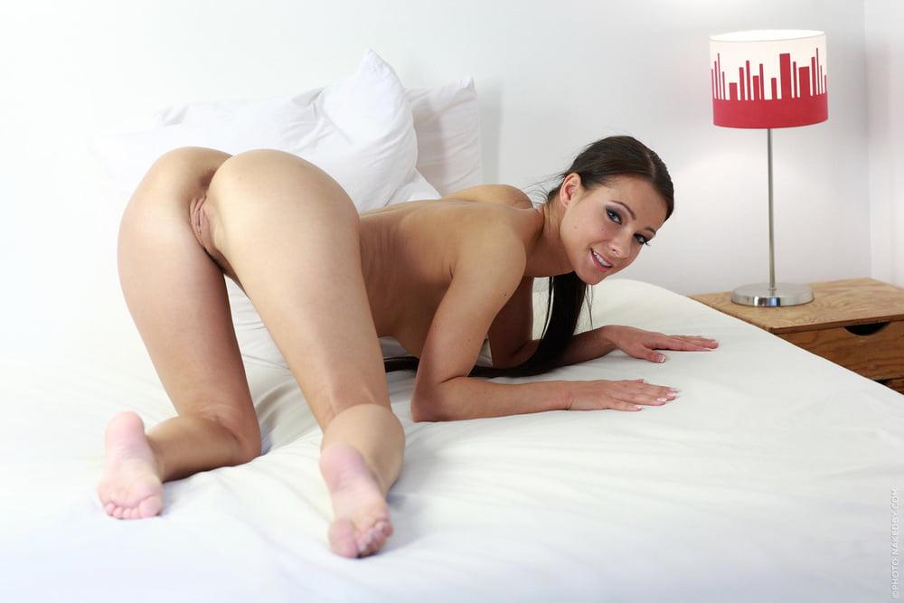 Порно девушки модельной внешностью, русскую толстушку ебут в анал два мужика