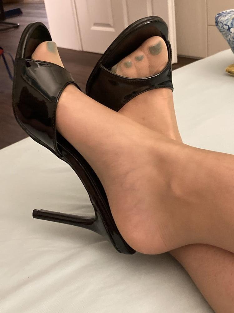 Pretty nylon feet pictures