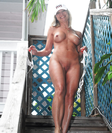 Topless Sexynudes Scenes
